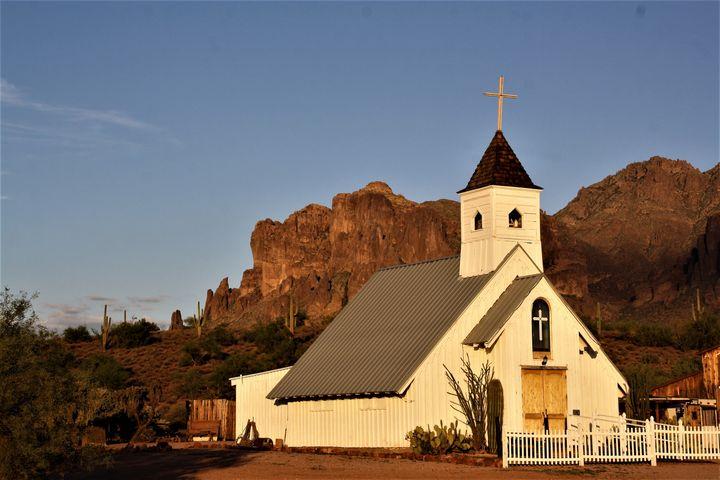 Elvis Presley Memorial Chapel in AZ - Sally Mesarosh Photography