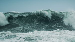 Breaking Wave Front On