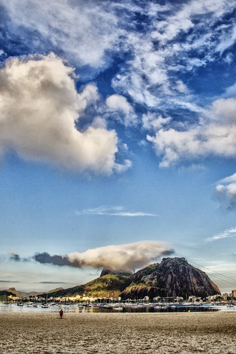 Clouds over sugar loaf - Ale Coelho Photography