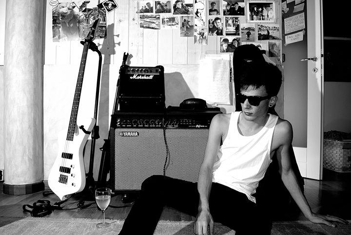 Selfportrait (Musician) - Davidecu