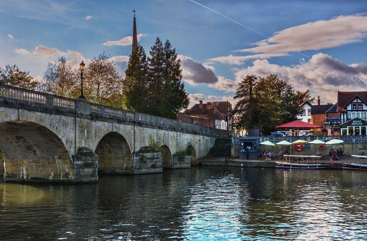 Wallingford Bridge Into The Town - Ian W Lewis