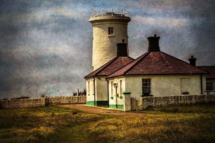 Nash Point Lighthouse Low Tower - Ian W Lewis