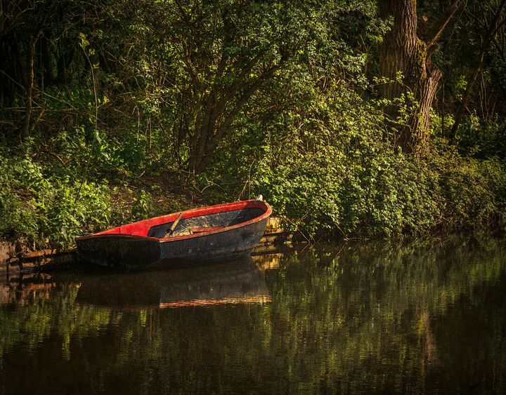 Dinghy On The Oxford Canal - Ian W Lewis
