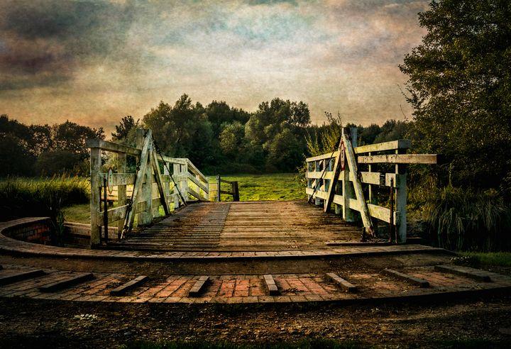 Kennet and Avon Swing Bridge - Ian W Lewis
