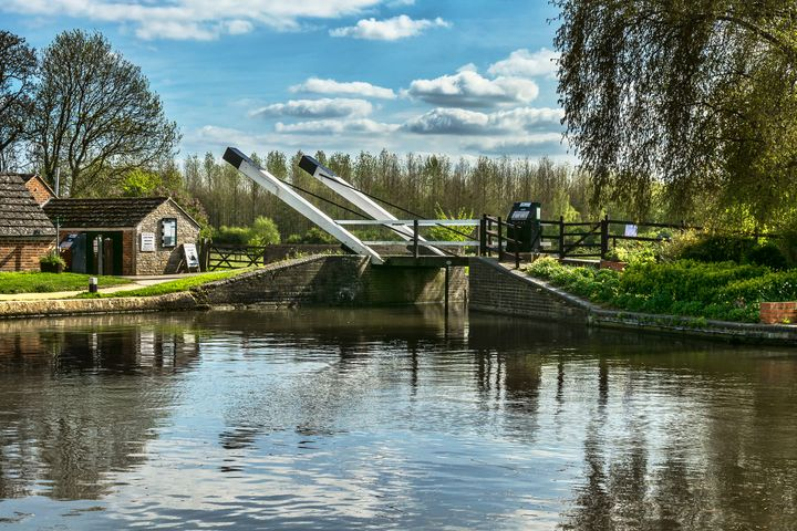 Bridge 221 On The Oxford Canal - Ian W Lewis