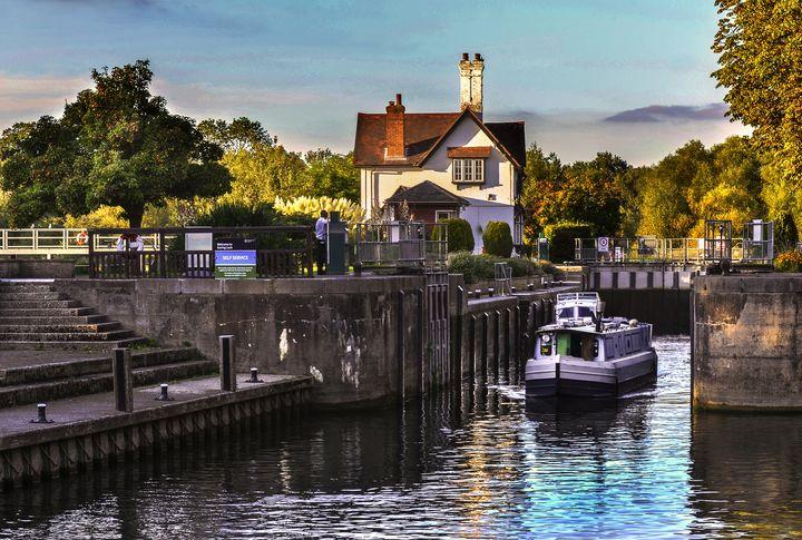 Goring on Thames Lock - Ian W Lewis