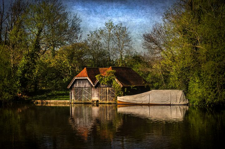 Boat Houses on the River Thames - Ian W Lewis
