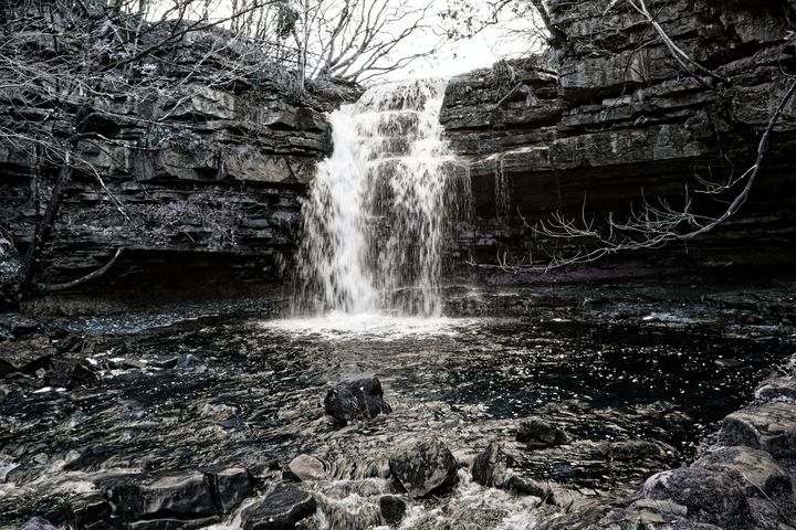 Gibsons Cave Monochrome - JT54Photography