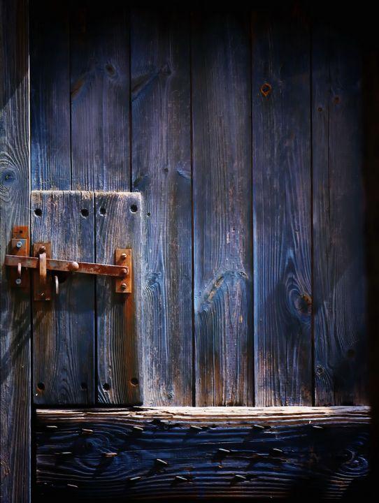 Rusting Door Latch - JT54Photography