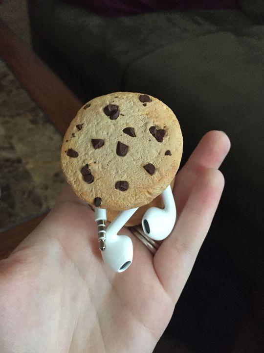 Cookie Earbud Holder - Squid Ink Art Studios