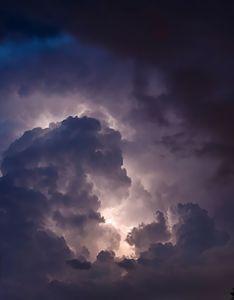 éclaire dans nuage