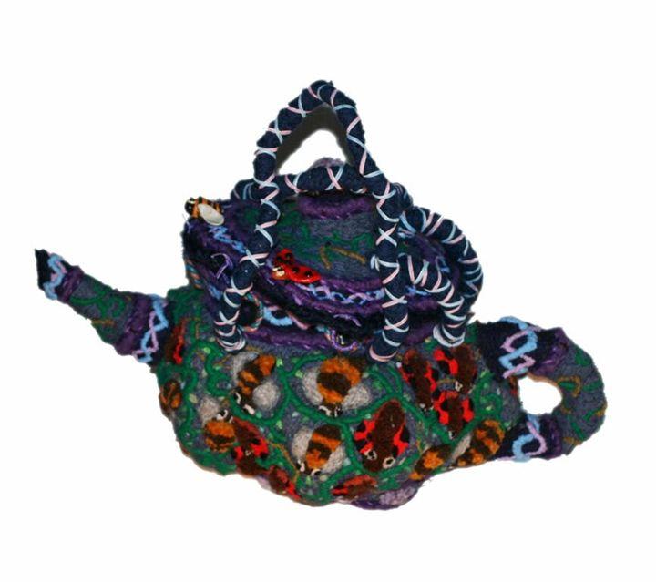 Fertilitea - Ina Disguise - Carpet Artist