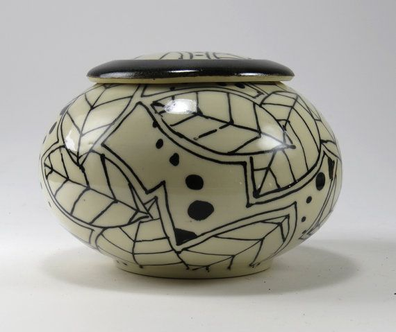 Urn in B&W Leaf Design - NelaCeramics Gallery