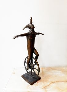 Statuette of a juggling circus artis