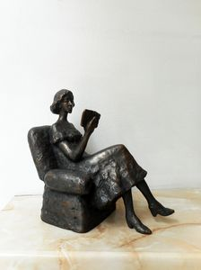 Sulpture of  girl reading a book