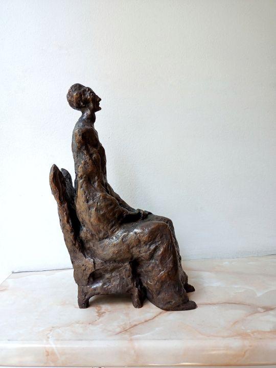 Bronze sculpture of an old woman - Miniature Gallery