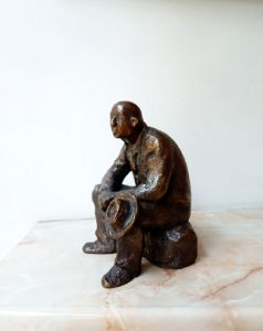 Sculpture of a seated man with a hat - Miniature Gallery