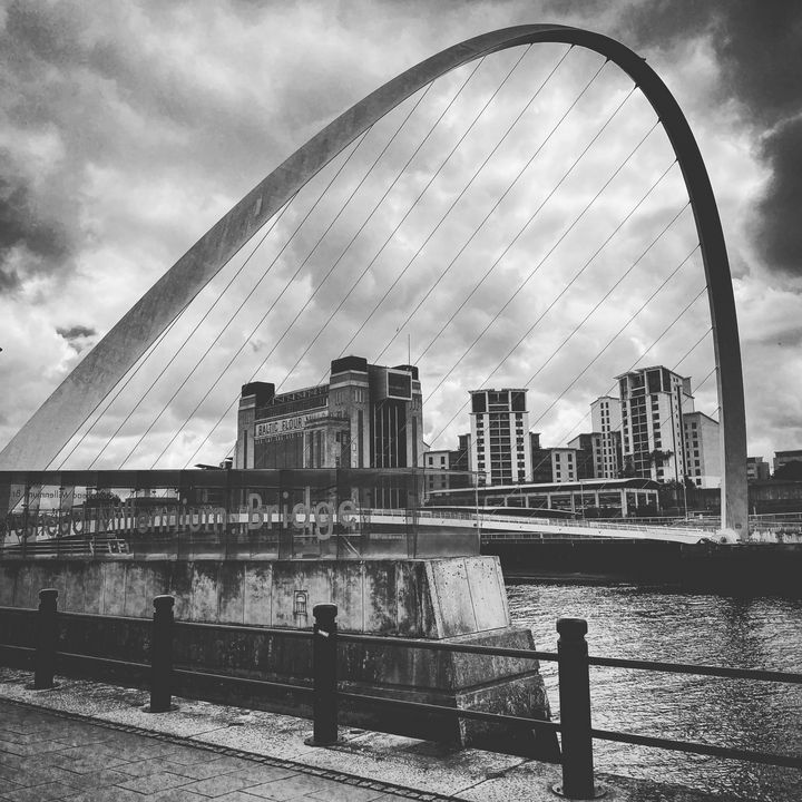 Gateshead Millennium Bridge - IMADE JERHIDRI