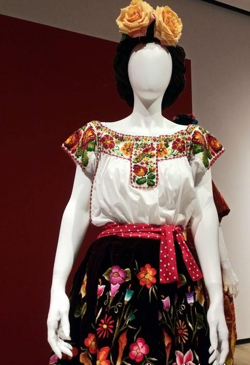 Frida Kahlo Inspired Fashion 7 - Bianca Nedjée Photography