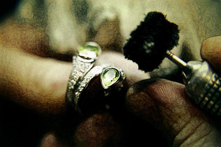 Jeweler working on a ring - Roberto Giobbi