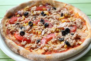 Pizza with tuna fish