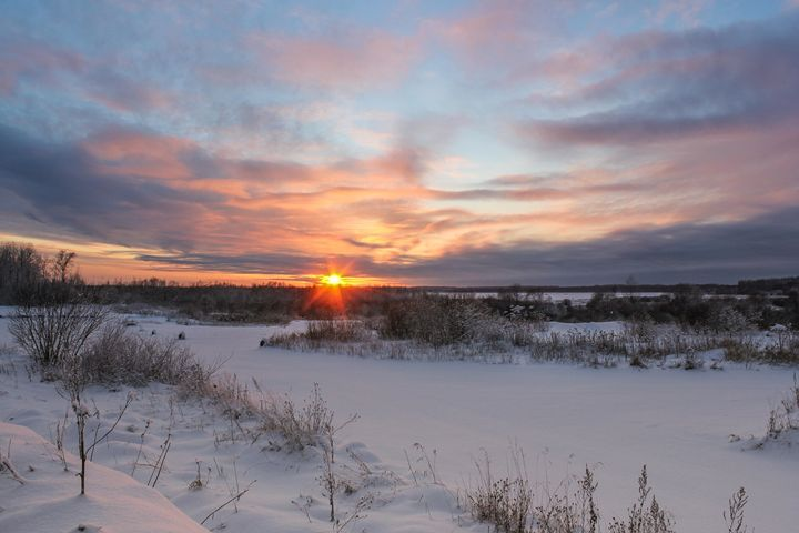 Sunset over the winter field. - German S