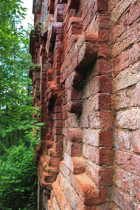 Bas-reliefs of ancient walls. - German S
