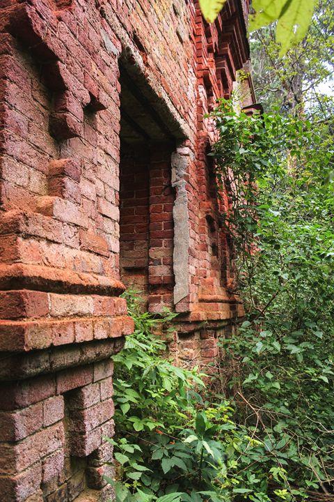 Bas-relief masonry made of red brick - German S