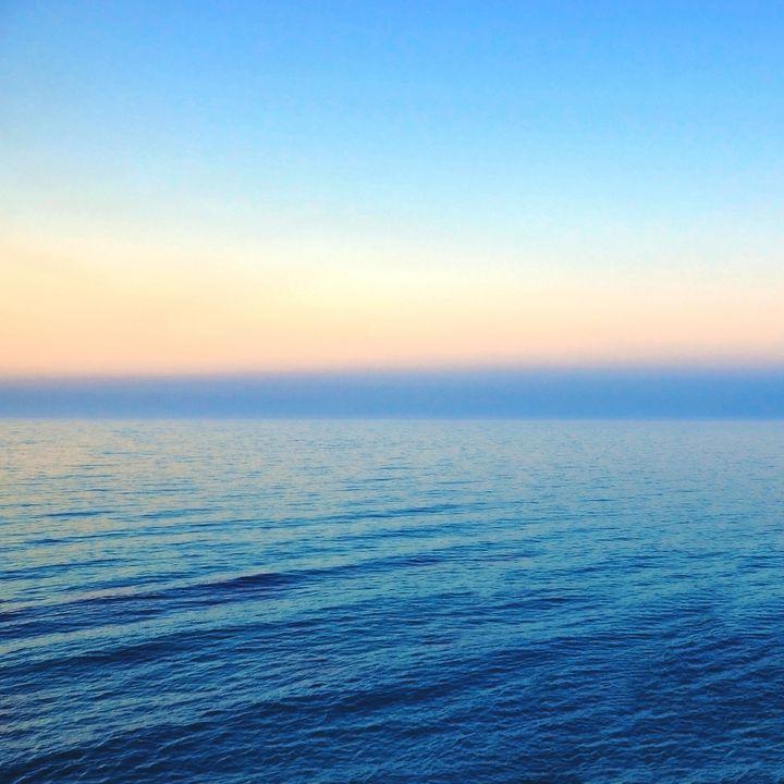 Beautiful calm ocean during sunset. - Creative Photography