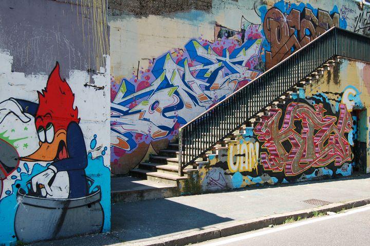 graffiti wall - SHOPPINGUSA