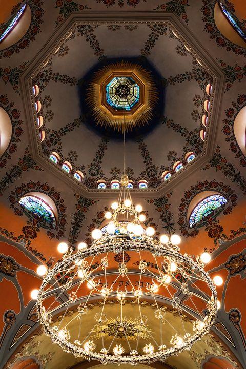 Chandelier in the Subotica synagogue - Dejan Travica