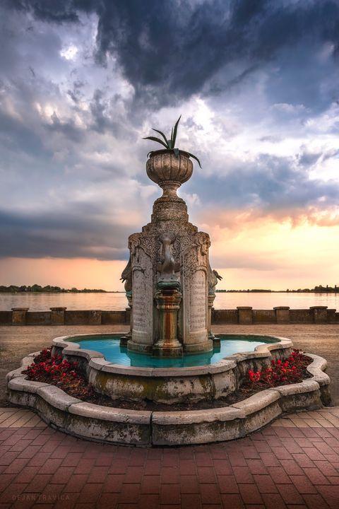 Memorial fountain - Dejan Travica