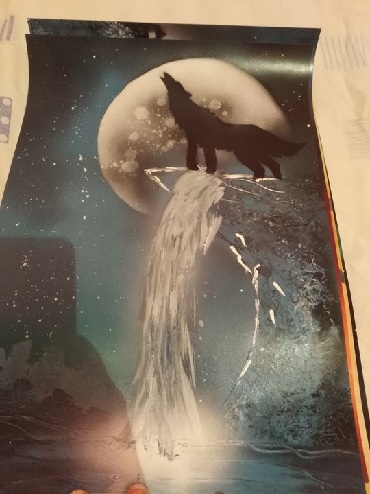 Wolf in the moon - spray painting