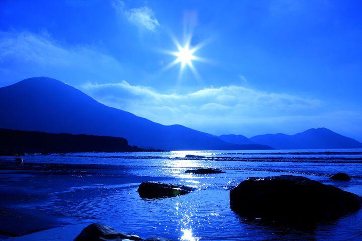 Beach In Blue - Aidan Moran Photography