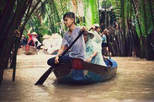 Vietnamese people in a boat. Vietnam