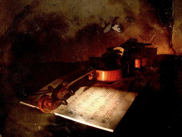 Resting Violin - Artefaktura