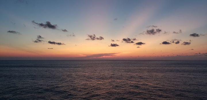 Where sky meets water - Ricardo E. Delvalle