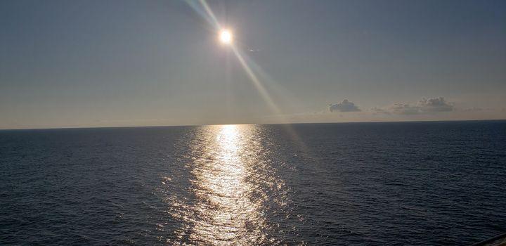 Sunny waters - Ricardo E. Delvalle