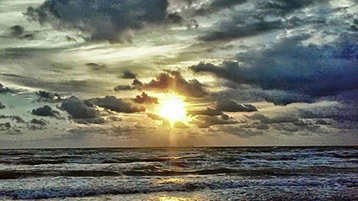 Silver Evening Tide - Tomas