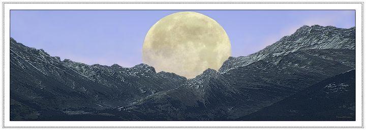 Full Moon Rising - Thomas Coulson