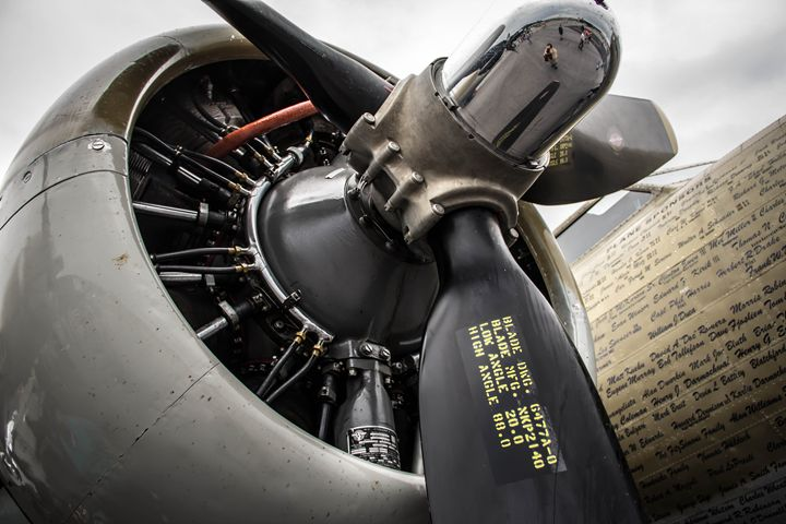 B17 Engine - PhotogNinja