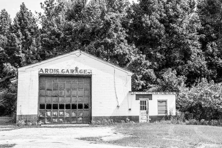 Ardis Garage - PhotogNinja