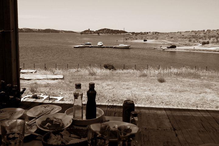 Lakeside lunch - C - DutchEye.EU