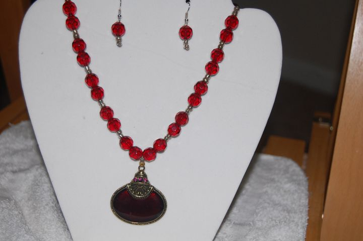 Red beaded neclace - My creations