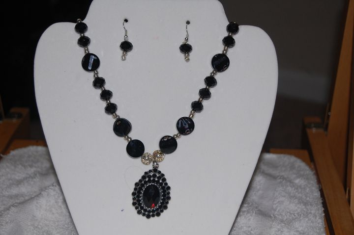 crystal necklace with ear ring - My creations