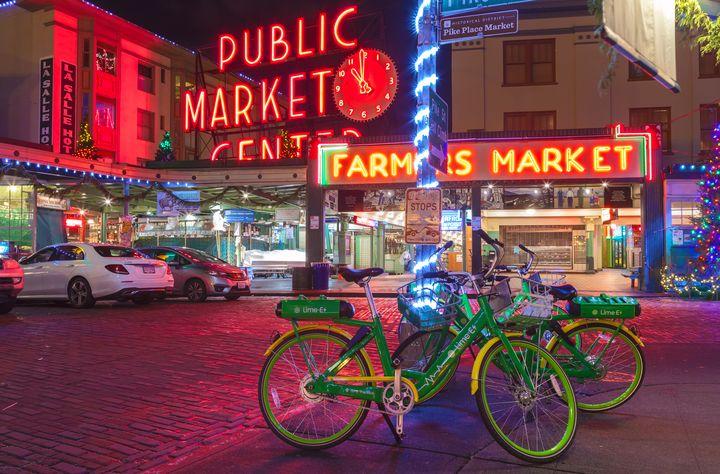 pike market night - Jonathan Nguyen