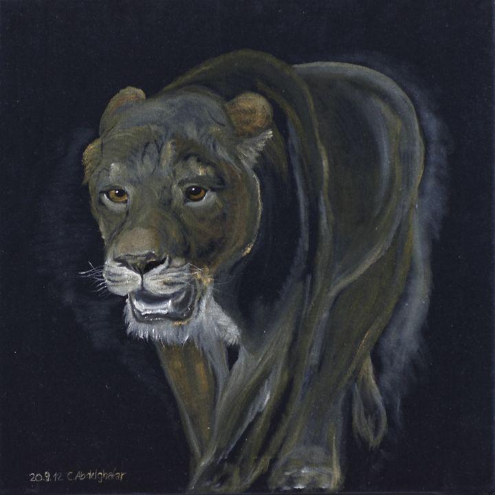 Lion female walking - Claudia Luethi alias Abdelghafar