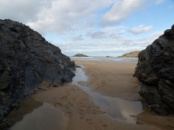 Footprints in the sand - Tiny Acorn Arts