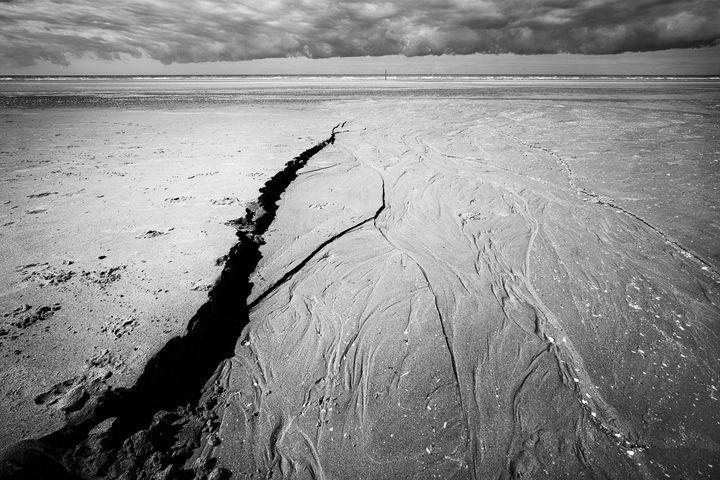 Older Beach got Wrinkles - Christian Schwarz - Reframing the world