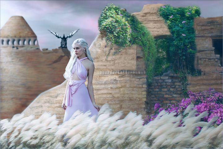 Daenerys Resolve - Art by Arthur Ramsey